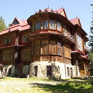 Travelling Carpathians Tours Hiking Tours Winter Carpathians - The-unusual-cedar-residence